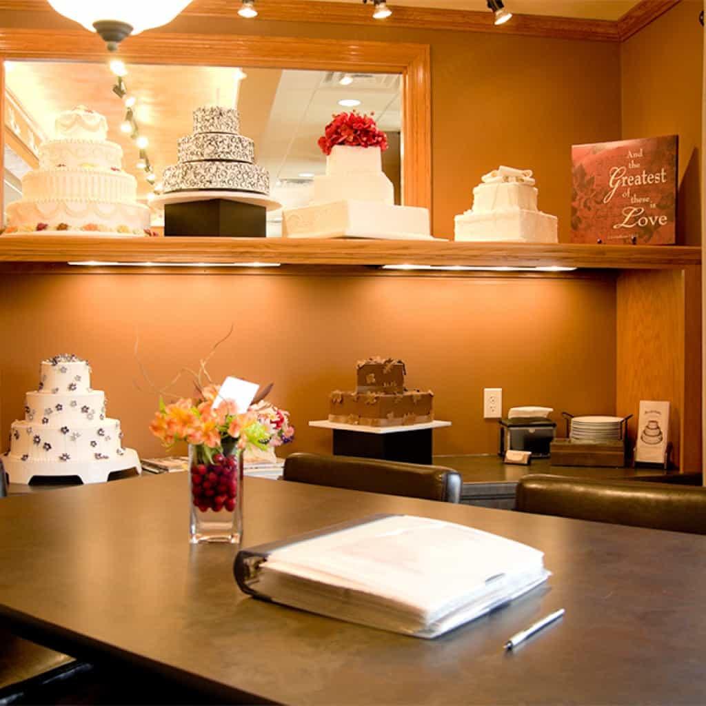 weddingcakes-room2